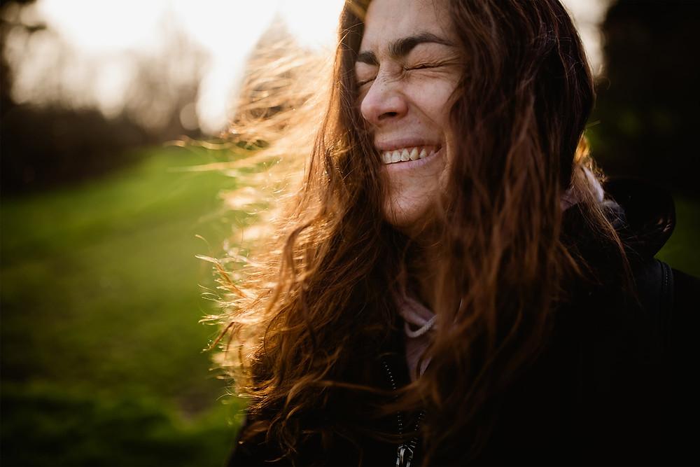 photographe portrait femme paris - lumière naturelle