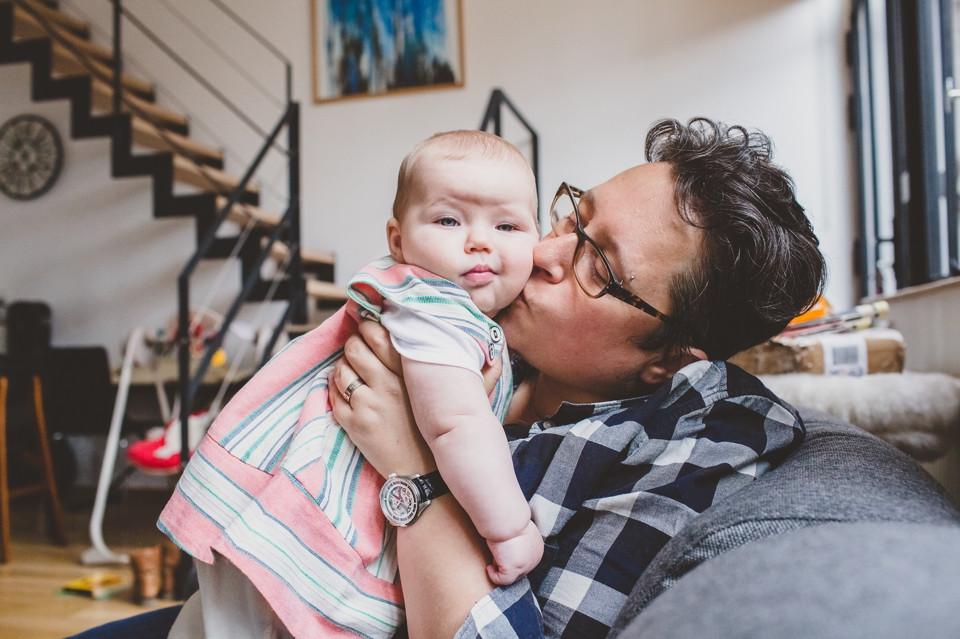 photographe bébé séance photo 93 domicile bisous