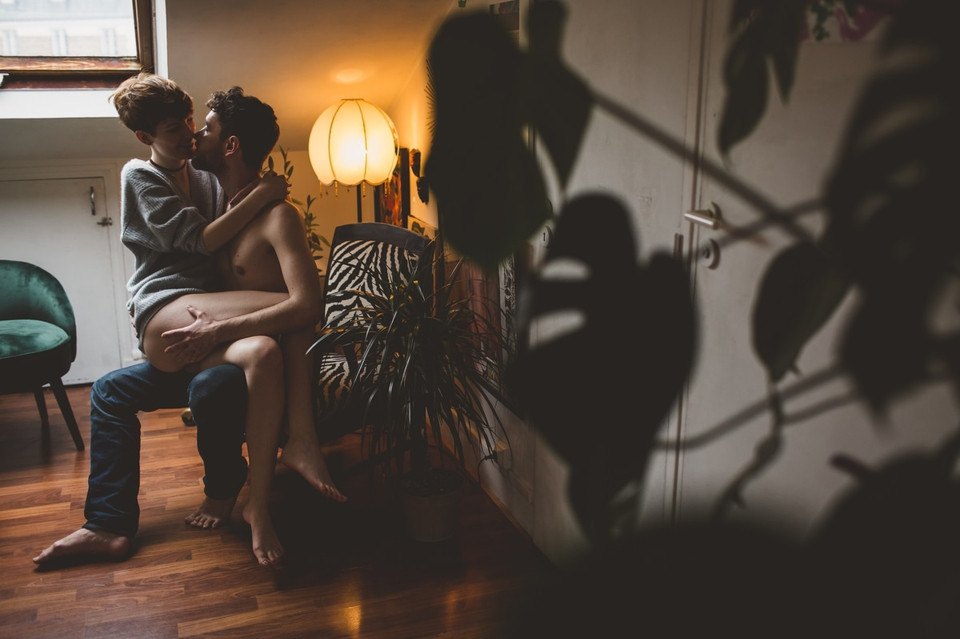 Séance photo couple intime - Photographe boudoir Paris
