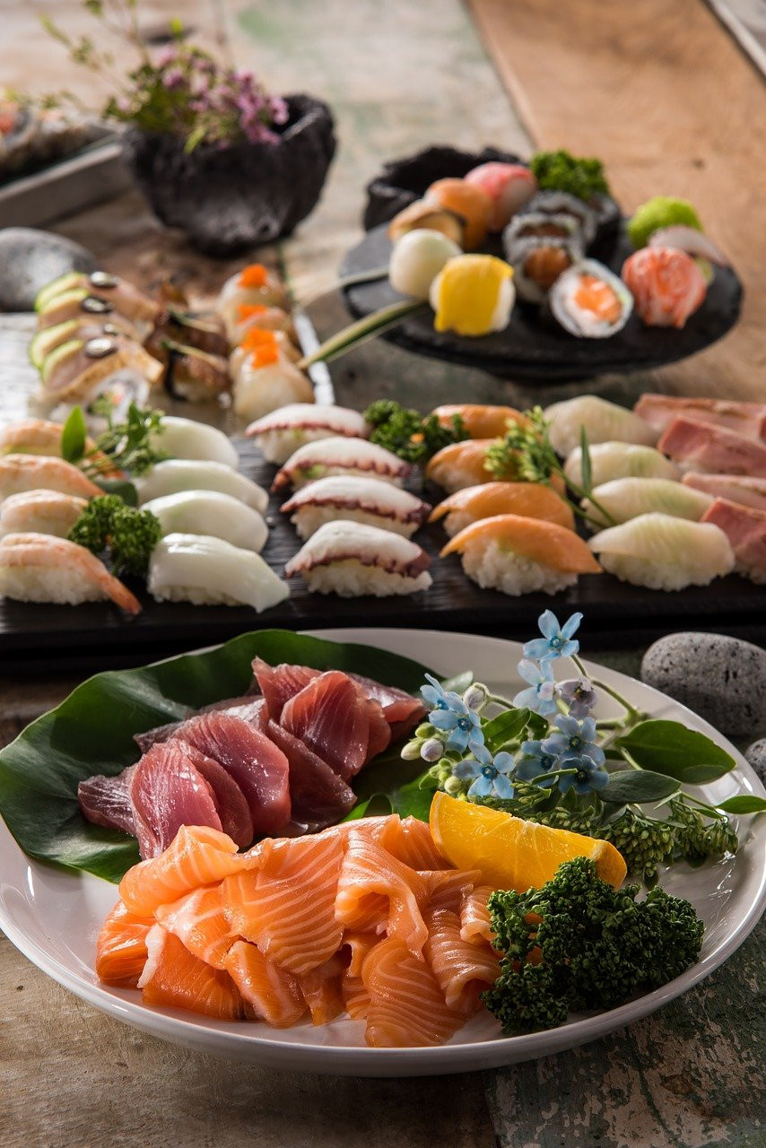 Learn how to take beautiful food photos like this food image of delicious sushi! Free Photo guide to improve your photo skills in an instant.