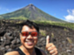 Eric th Hungry Traveller at the Mayon Vulcano on the Philippines.