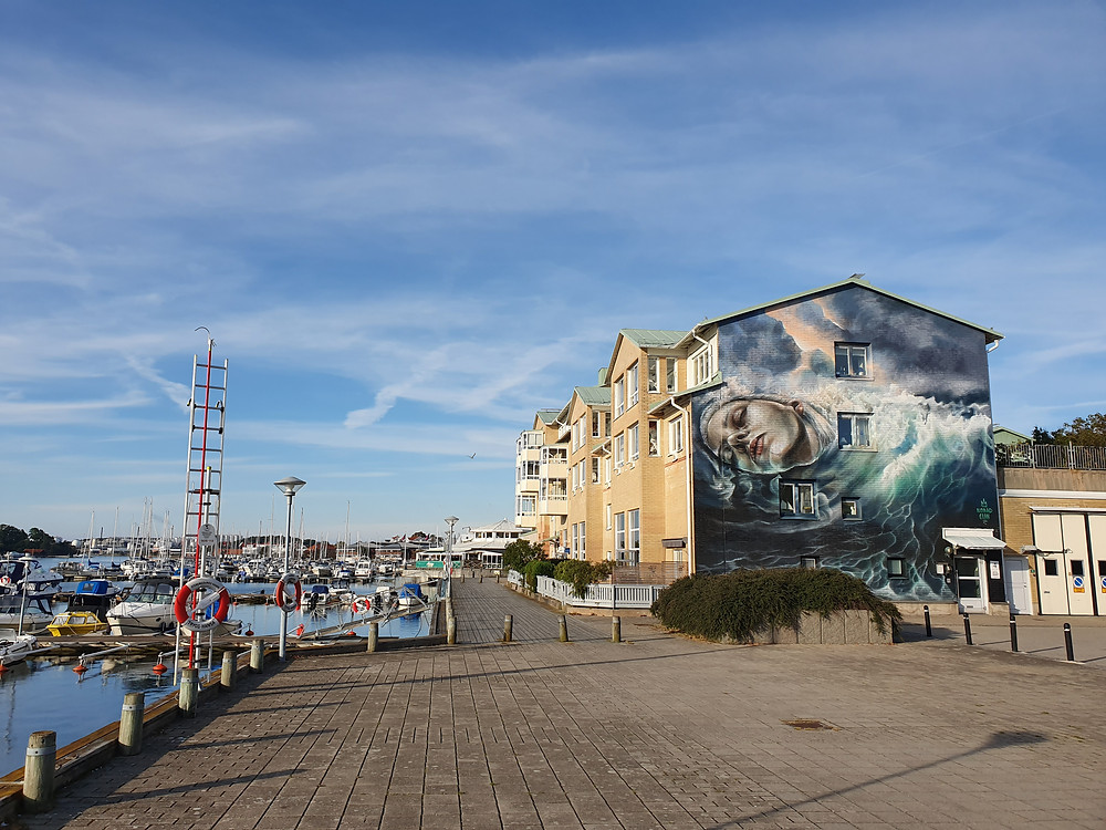 Beautifully located at the Harbour Boardwalk in Stenungsund, Sweden; Nomad Clan's Mural Painting for the Artscape Saga Project 2019.
