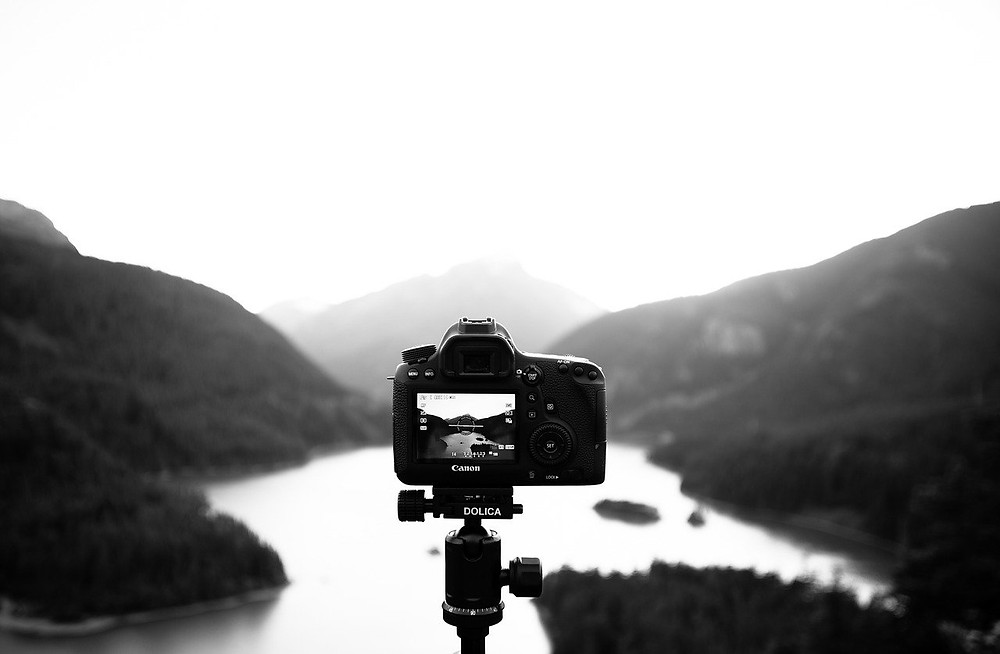 Learn more about Aesthetic Photography here. Our free photo guide will help you improve your photographic tecnique and give you helpful photo tips and essential photo hacks to take the best food photos.