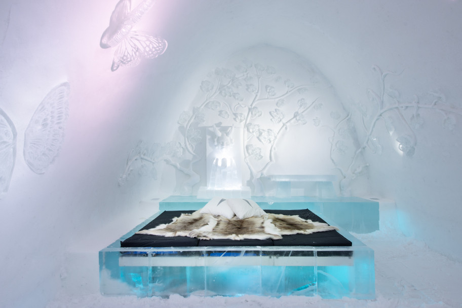 One of the beautiful Ice Art Suites at ICEHOTEL:ICEHOTEL 365 Art Suite Vila vid denna källa | Design Tjåsa Gusfors & Ulrika Tallving | Photo  Asaf Kliger