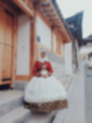 The Traditional Hanbok clothing is remarkable. A privilegie to wear the clothes - even if just for one day!