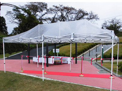雨天時の式典施工事例