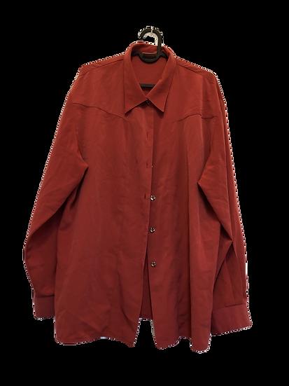 Rote schattierende Bluse. Mit Goldknöpfen