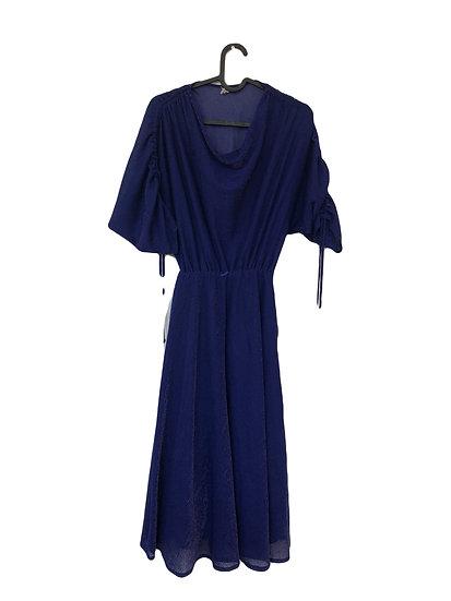 Königsblaues Kleid mit eingewobenen Silberpfad