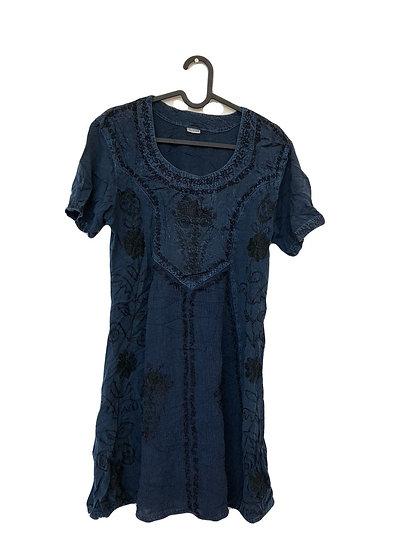 """""""Indisches"""" Kleid mit schwarzen Stickereien"""