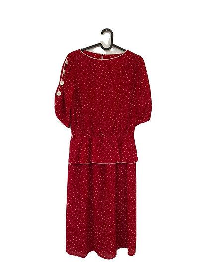 Rotes Kleid mit weissen Punkten und Knöpfen
