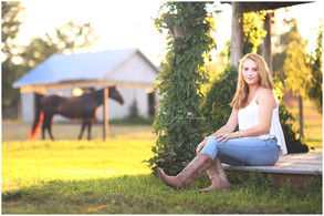Hudson, NY Senior Pictures | Mannon at Whispering Meadows Horse Farm