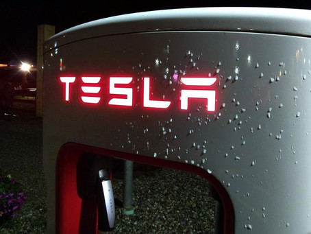 Tesla rast in den Keller: Börsenwert sinkt um 80 Milliarden US-Dollar