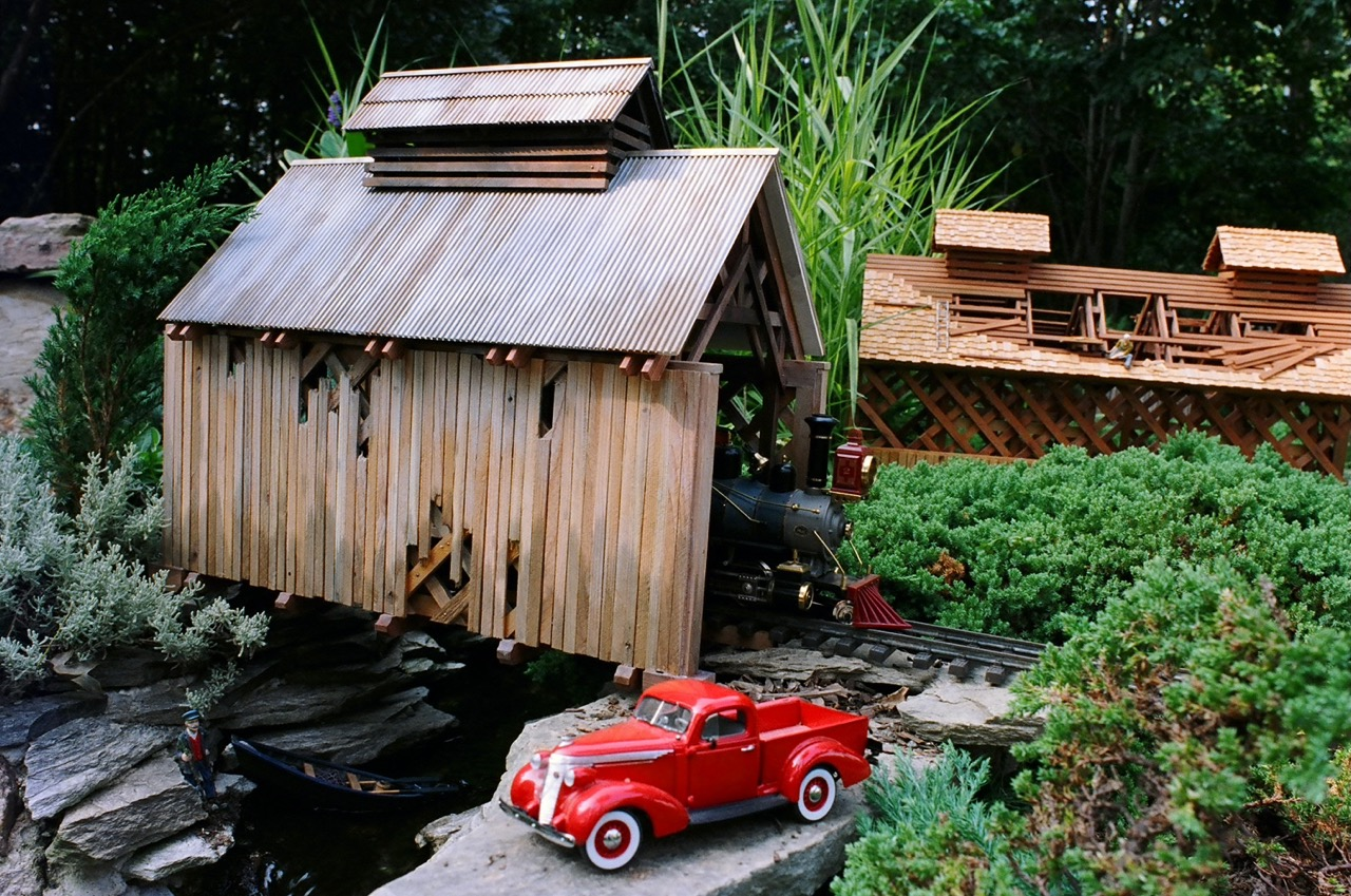"-Garden-Texture 21"" Covered Bridge"