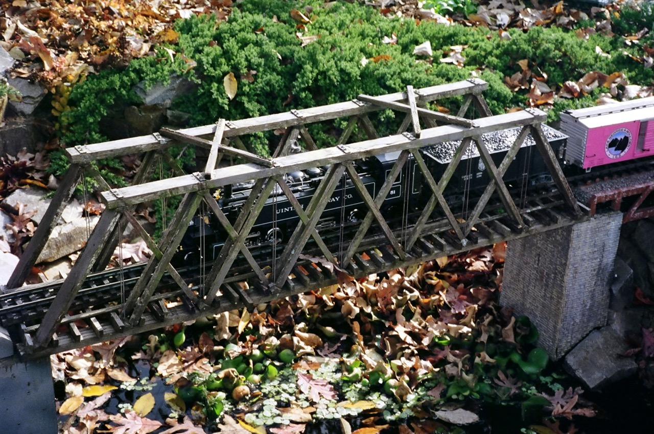 """-Garden-Texture 52""""HoweTruss Bridge"""