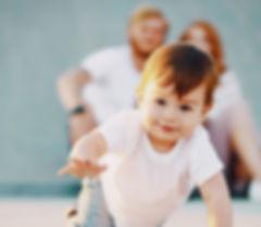 CORPSenmain_osteopathie-famille-enfant-parent