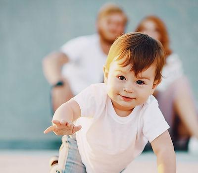 FAMILLE - ENFANT - PARENT - OSTOÉPATHIE - CORPS EN MAIN