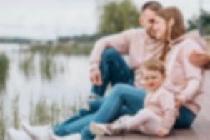 CORPS en main offre des soins ostéopathiques adaptés à tous les membres d'une famille, des nouveaux-nés aux parents.