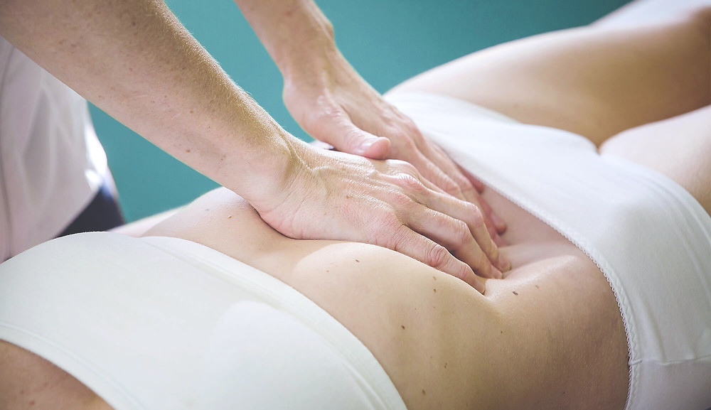 RELACHEMENT - POSTCHIRURGIE - CICATRICE - ADHERENCE - PERITONEALE - OSTEOPATHIE - CORPS EN MAIN