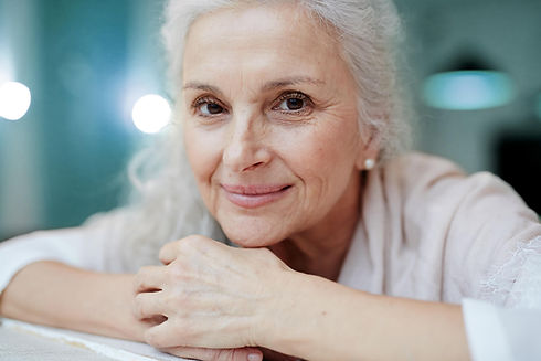 CORPS en main offre des soins ostéopathiques doux et adaptés au corps des aînés.