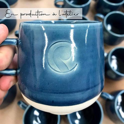 Tasse en céramique estampillée