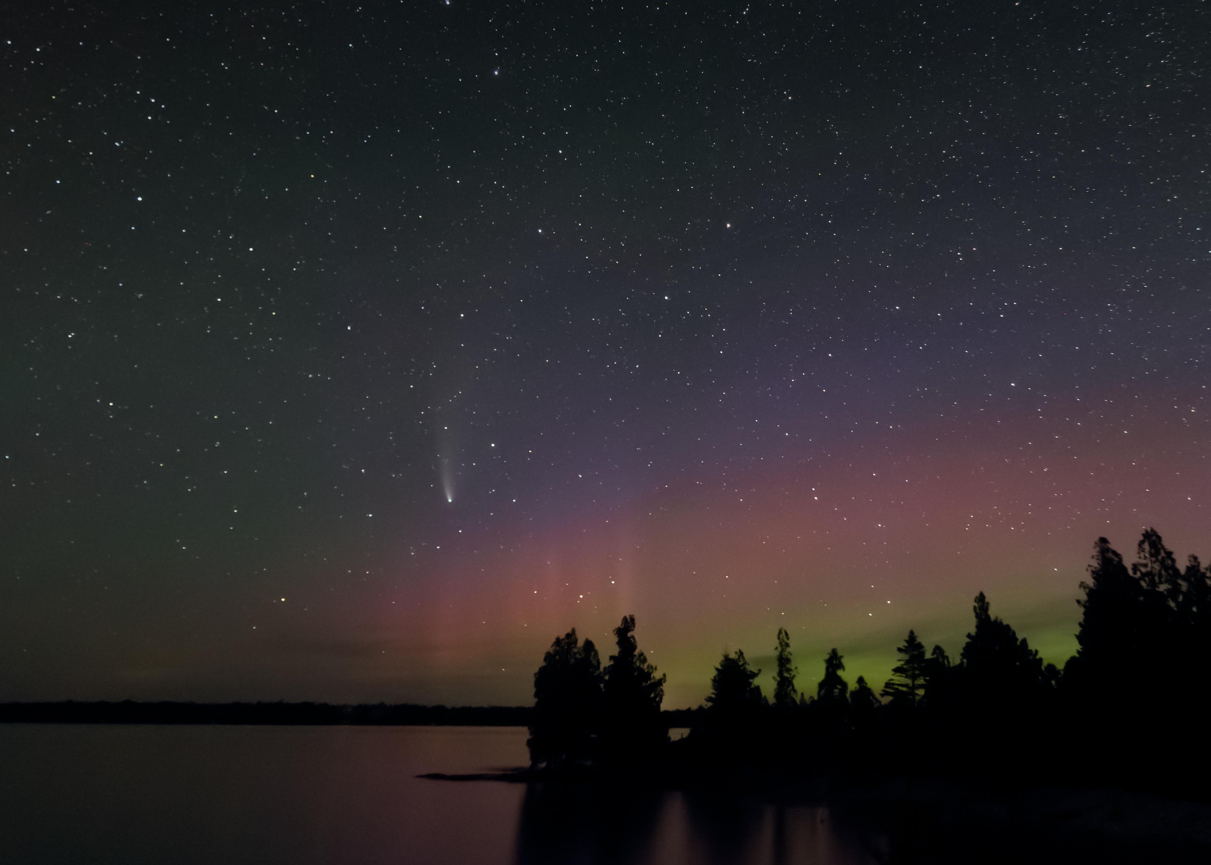 NEOWIZE Comet and Aurora borealis
