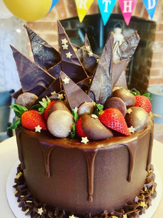 Chocolate cake with chocolate shards, and choc dipped stawberries