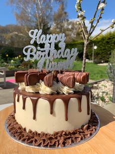 Kinder bueno birthday cake