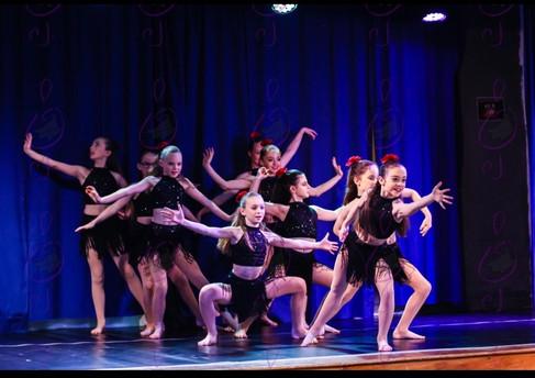 Dance Festival Modern Group