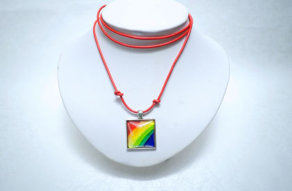 Collier Carré Arc-en-ciel