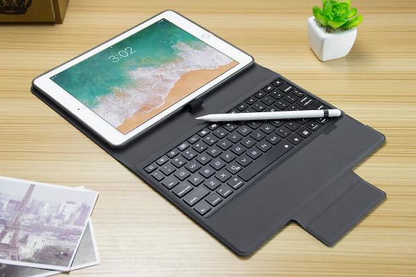 Icaseboard Nuevo Table.jpg