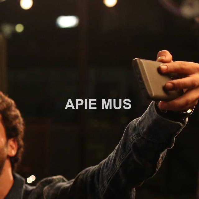 APIE MUS.jpg