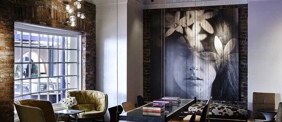Interior decoration with a graffiti art touch: mural on canvas