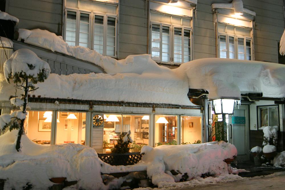 蔵王温泉と言えばスキー。雪は優しく、そして厳しく降り積もります。
