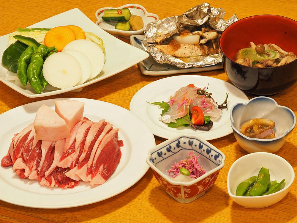 蔵王温泉の郷土料理をご堪能ください。ご夕食はプランでお選びいただけますのでお好みのものをどうぞ。