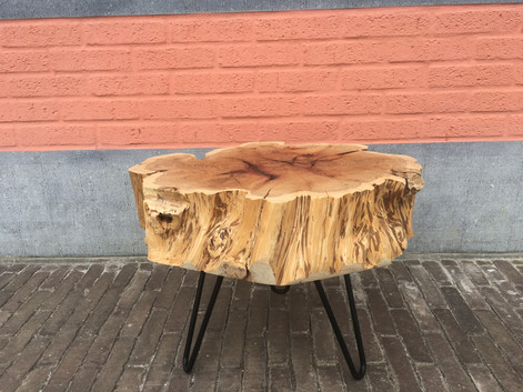 If and only If. Sublime table basse en if. Hauteur: 40cm. Prix: 300 euros