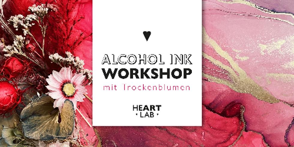 Art Installation in Alcohol ink Technik mit Trockenblumen.
