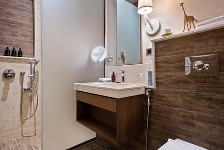Melia Serengeti Lagoon View Room Bathroom