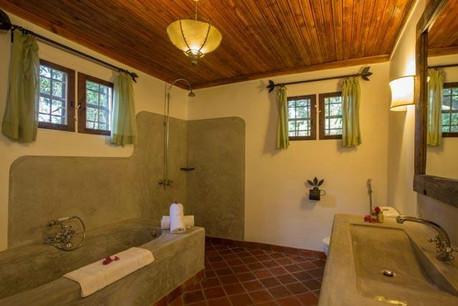 Rivertrees Country Inn Bathroom