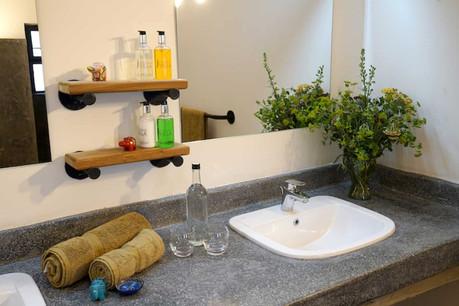 Arusha Villa Bathroom