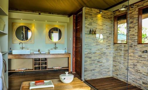 Lemala Kuria Hills Lodge Bathroom