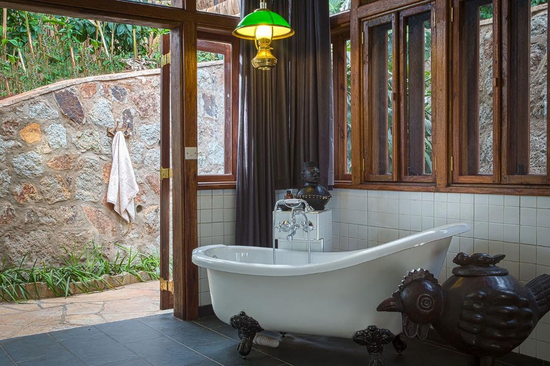 Gibb's Farm Bathroom