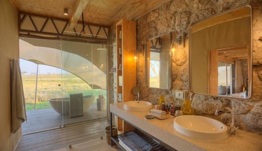 Namiri Plains Camp Bathroom