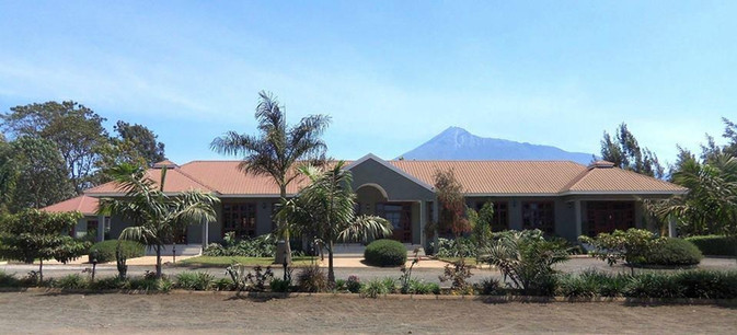 Arusha Planet Lodge Facade
