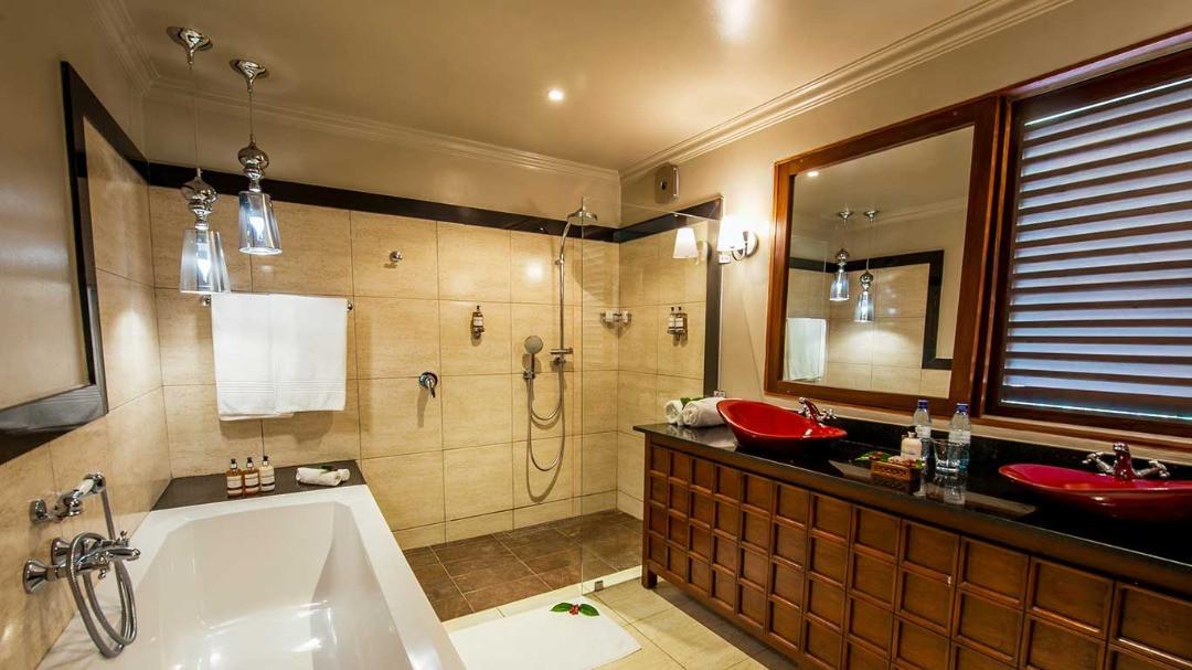 Arusha Coffee Lodge Plantation Room Bathroom