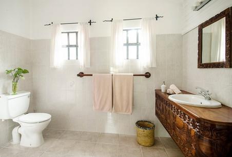 Mount Meru Game Lodge Bathroom