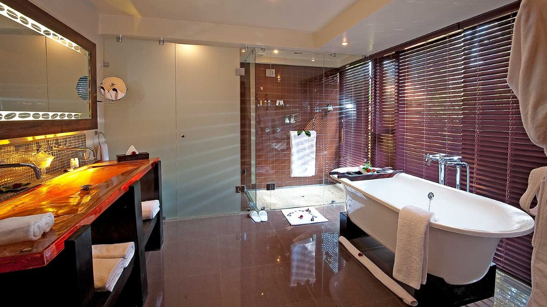 Arusha Coffee Lodge Plantation Suite Bathroom