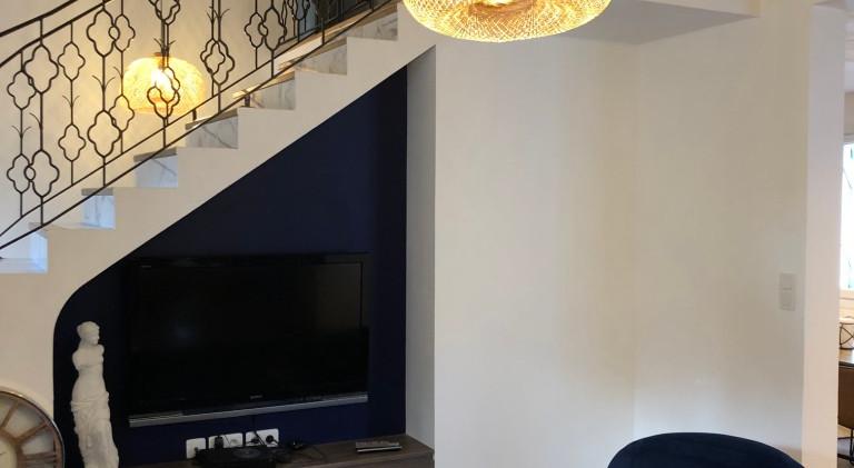 Modernisationde l'espace du RDC. Apporter de la clarté au rez de chaussée. Séparer les espaces et les fonctions. Réalisation du mobilier de l'entrée, du salon et de la salle de bains 