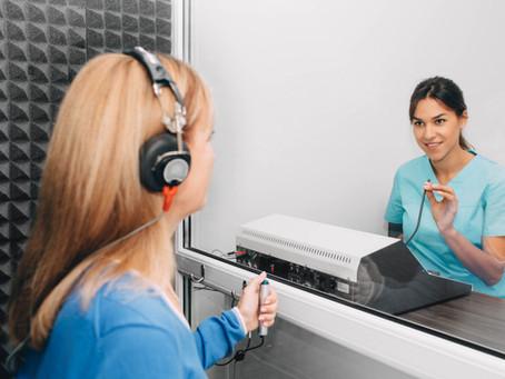 3 mitos relacionados con el uso de audífono para sordera.