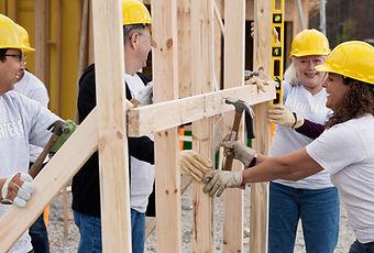 Les bénévoles sur la construction du sit
