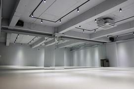 댄스   A hall
